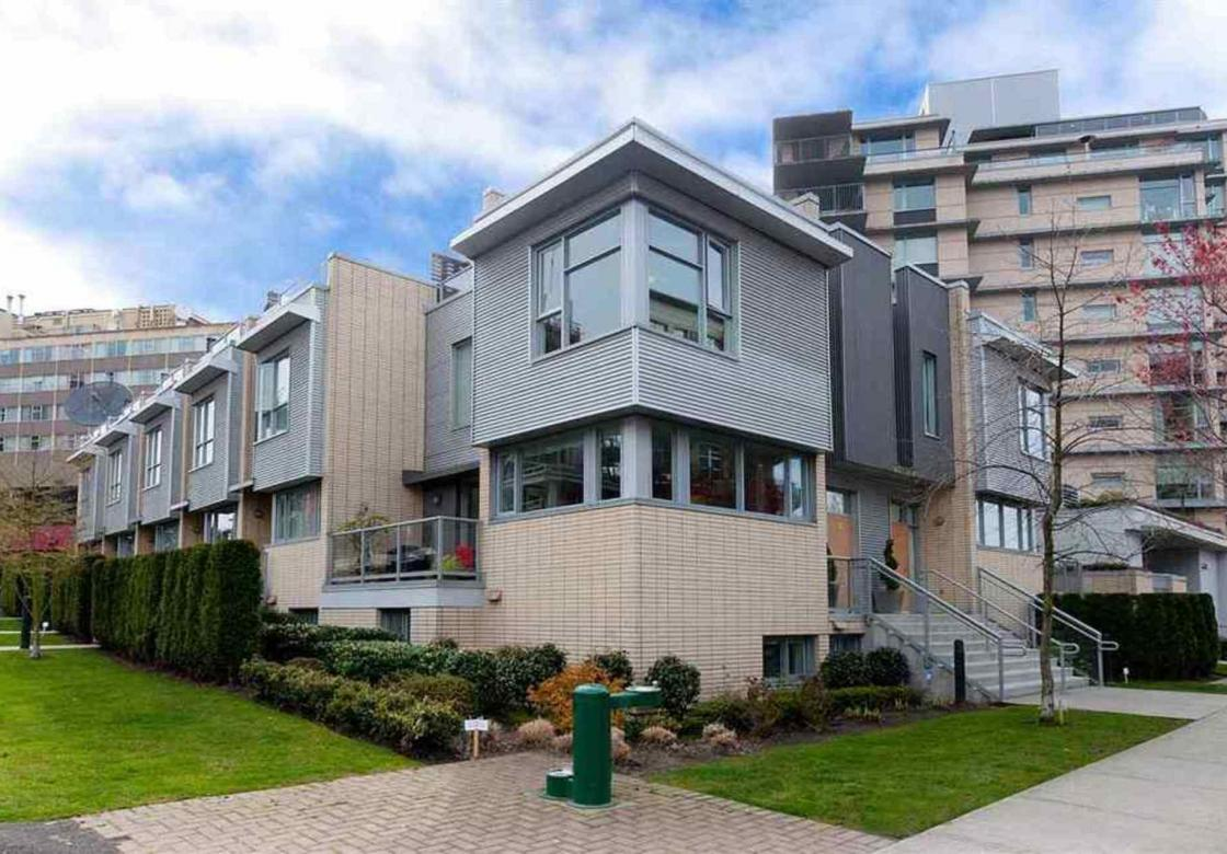 390 11th Ave Uno, Vancouver East